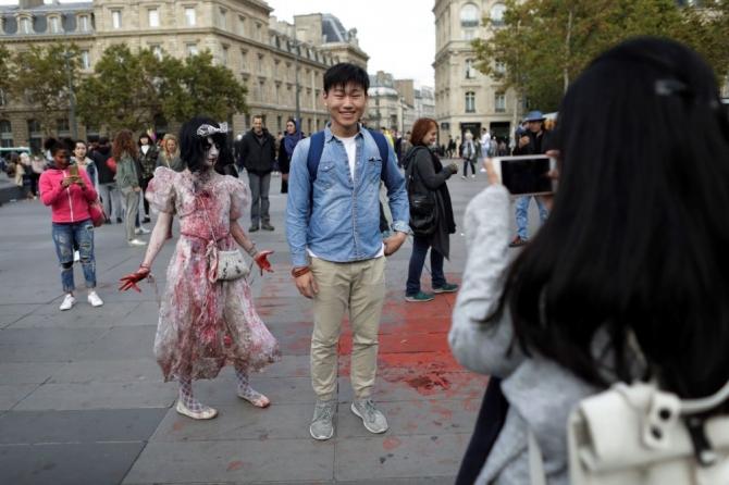 Paris'te 'yaşayan ölüler' geçidi galerisi resim 1