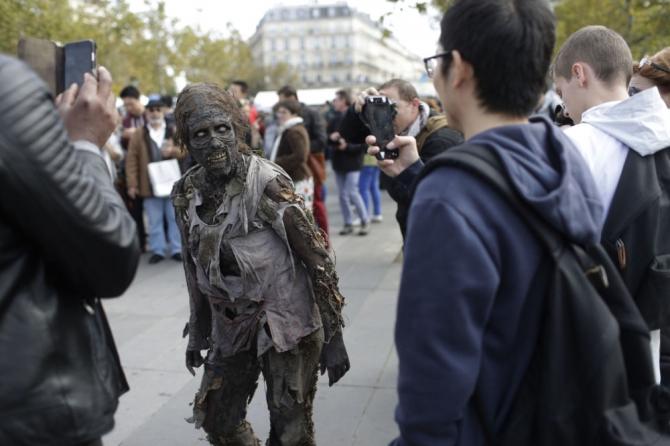 Paris'te 'yaşayan ölüler' geçidi 6