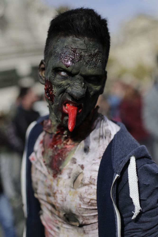 Paris'te 'yaşayan ölüler' geçidi 8