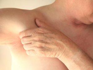 Koltuk altınızdaki belirtiler ciddi hastalıklara işaret ediyor!