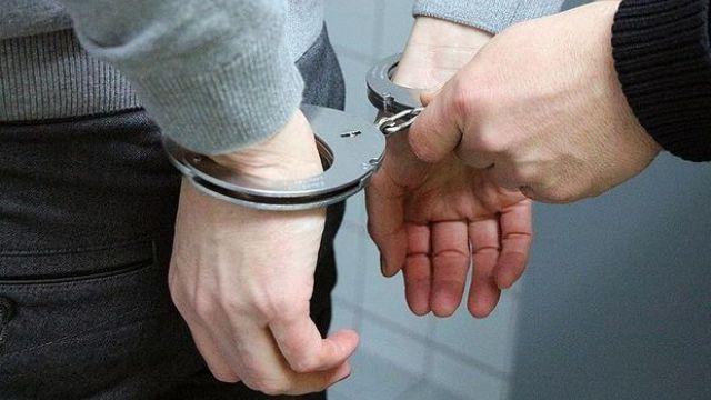 Kızına tecavüz ederken polise yakalandı
