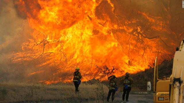 Kaliforniya'daki orman yangınlarında 3 bin 500 ev  iş yeri zarar gördü