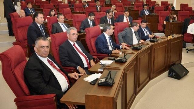 UBP, DP ve 4 bağımsız milletvekili, Rum Meclis kararının kınanması için Meclis'e öneri sundu