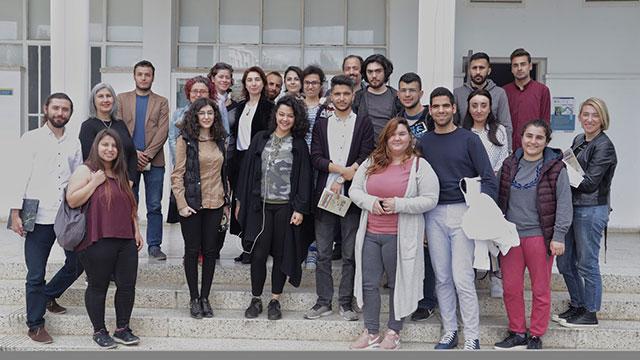 """DAÜ İletişim Fakültesi'nde """"siber zorbalık"""" tartışıldı"""