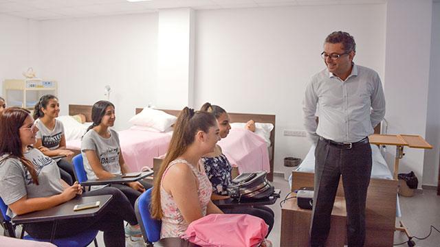 Başbakan Tufan Erhürman Fırsat Eşitliği Projesi kapsamında YDÜ'de başlatılan eğitim kursularını izledi…