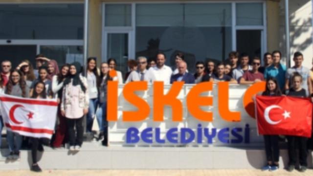 İskele Belediyesi Başkanı Sadıkoğlu, Pendik Fatih Anadolu Lisesi'nden bir heyeti kabul etti