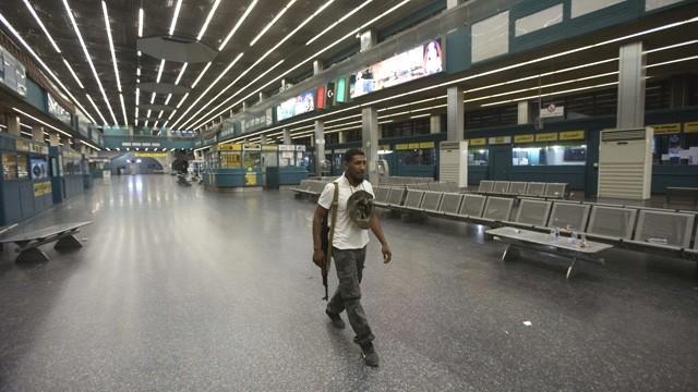Libya'daki Mitiga Havaalanı çalışanları ve yolcular tahliye edildi