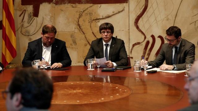 """Puigdemont: """"İspanyol Hükümeti baskıları sürdürürse Katalonya Parlamentosu, bağımsızlık ilanını oylayacak"""""""