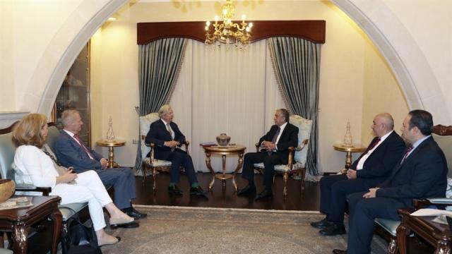 Cumhurbaşkanı Akıncı, APECR siyasi grubu başkan yardımcıları Hans-Olaf Henkel ile Geoffrey Van Orden'i kabul etti