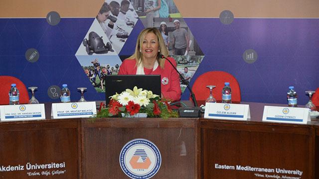 """DAÜ Sağlık Bilimleri Fakültesi """"Diyabetin Aileye, Ailenin Diyabete Etkisi"""" konulu panel gerçekleştirdi"""