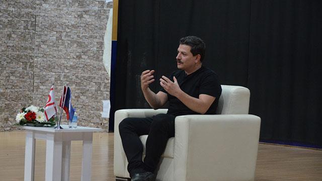 Ünlü yönetmen Mehmet Turgut DAÜ'de söyleşi gerçekleştirdi