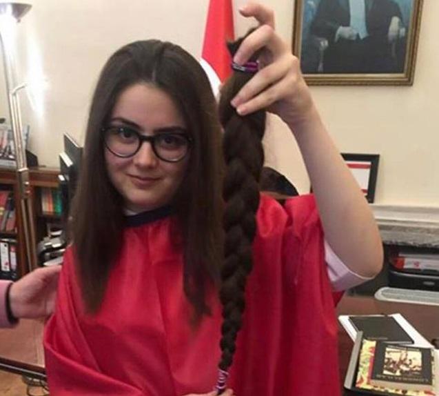 15 yaşındaki Ceyda, saçlarını kanser hastaları için bağışladı