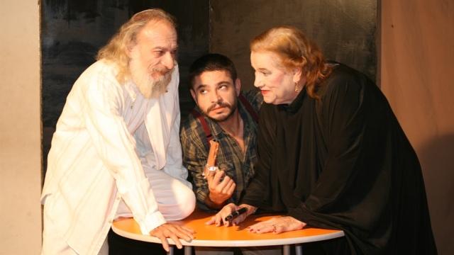 """Kıbrıs Türk Komedi Tiyatrosu'ndan """"Bana Bir Şans Ver"""""""