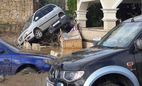 Girne'de Vunı Palace otel'de büyük hasar