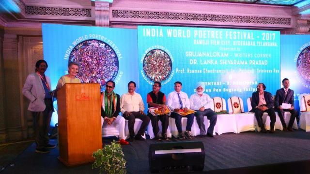 """Yazar Sevil Emirzade, Uluslararası Hindistan Dünya Şiir Festivali'nde """"Pentasi B Şiirin Altın Sesi 2017"""" Ödülüne layık görüldü"""