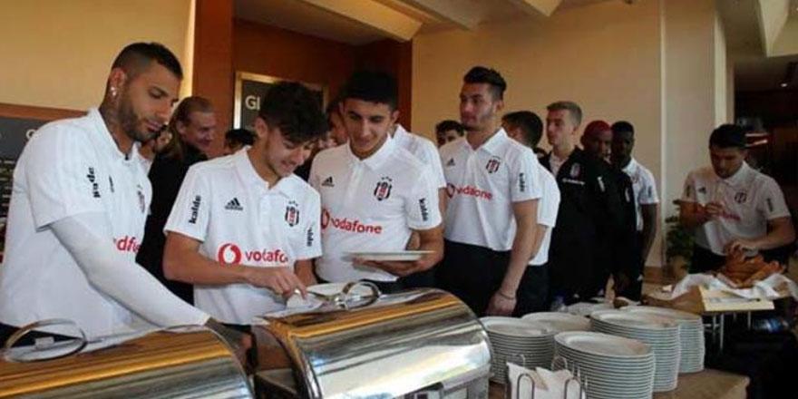Antalya kampını sürdüren Beşiktaş barbekü yaptı
