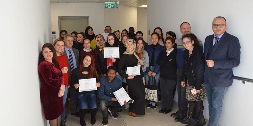 DAÜ Eğitim Fakültesi, Yabancı Diller Eğitimi Bölümü başarılı öğrencilerine sertifikalarını verdi