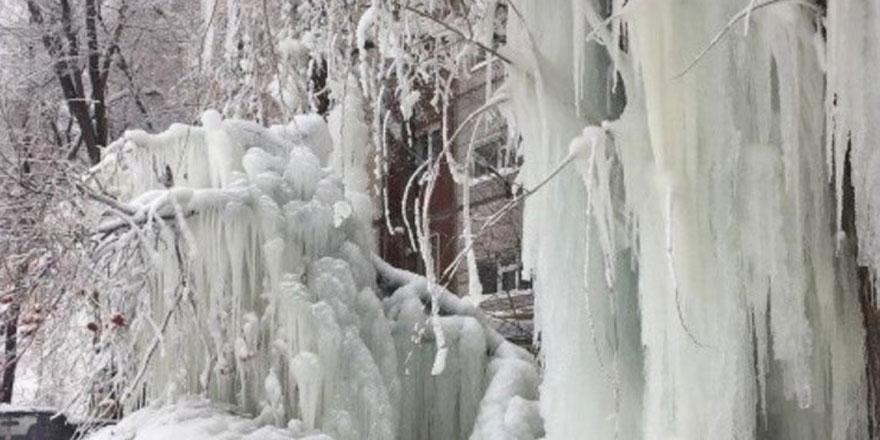 Rusya'nın üniversite şehri buz şehrine döndü