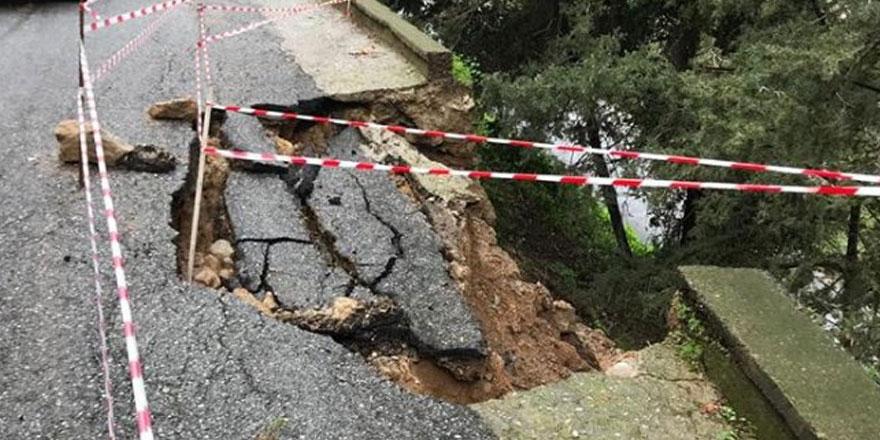 """O belediye uyardı: """"Yol çöktü dikkatli olun"""""""