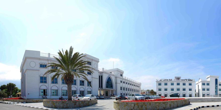 Girne Üniversitesi Hastanesi'nde de acil servis hizmetleri ücretsiz verilmeye başlandı