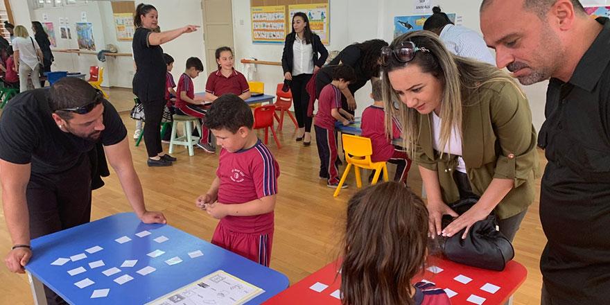 """Yakın Doğu İlkokulu Öğrencileri Velileri İle Birlikte """"English Fun Week"""" Etkinliğinde Bir Araya Geldi…"""