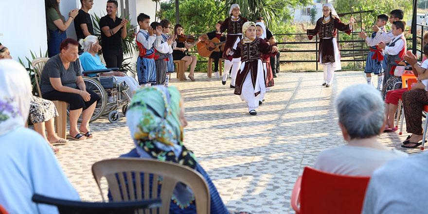 Mağusa Kültür Sanat Derneği Meros Yaşlı ve Bakımevi'ni ziyaret etti