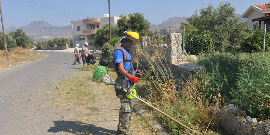 Temizlik ekipleri köylerde