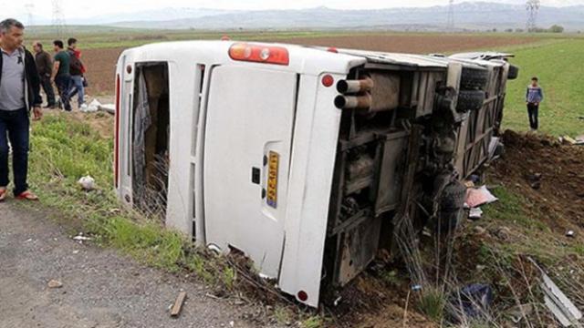 İran'da yolcu otobüsü devrildi: 13 ölü
