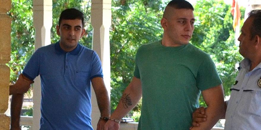 Uyuşturucu alıp satan iki kişi cezaevini boyladı