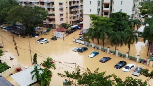 Malezya'daki sel ve fırtınada 5 Bin 478 kişi tahliye edildi