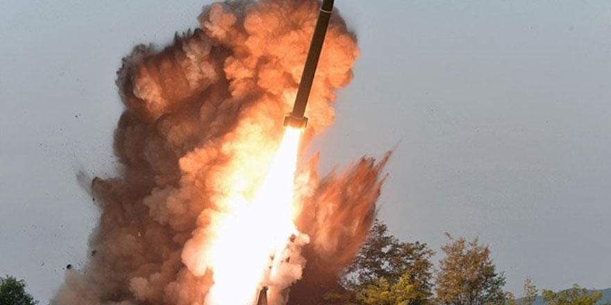 """Kuzey Kore dünkü füzeleri """"süper büyük"""" çoklu sistemle fırlattı"""