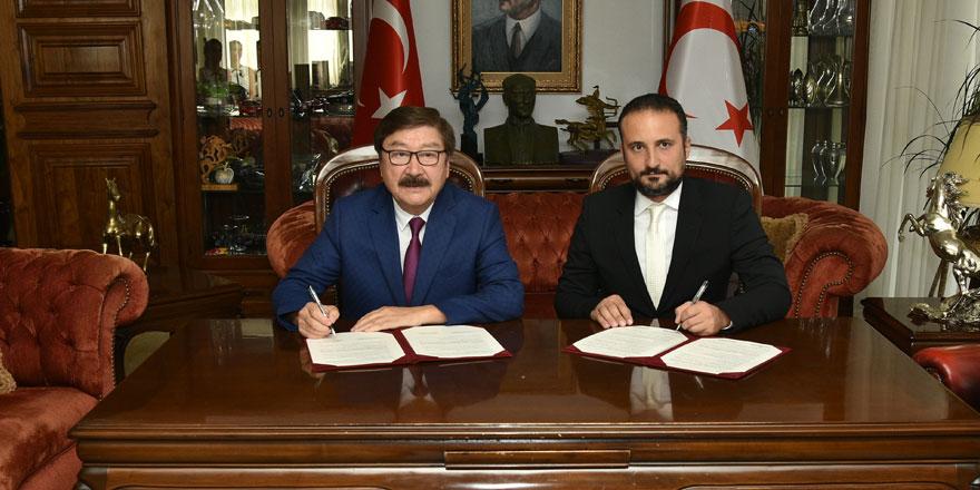 """Yakın Doğu Üniversitesi ile TÜRKSOY Arasında """"İşbirliği Protokolü"""" İmzalandı…"""