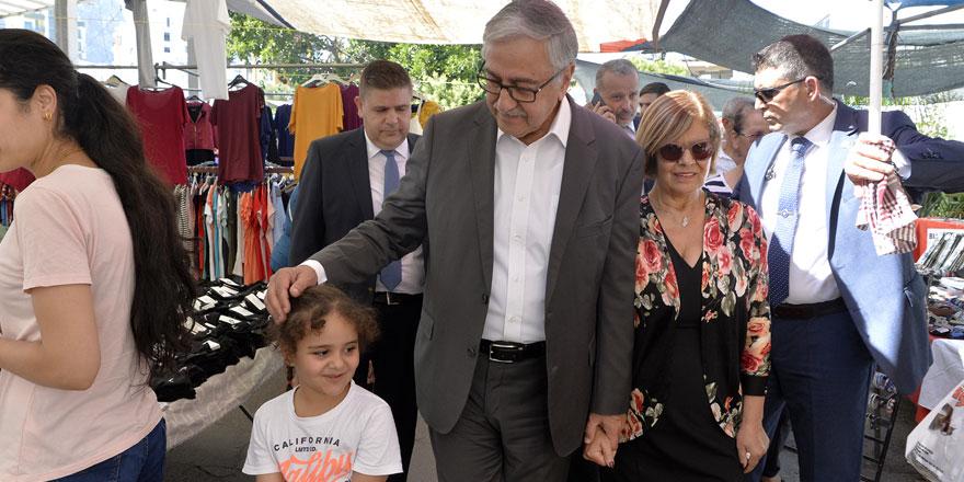 """Cumhurbaşkanı Akıncı, """"Girne çarşamba pazarı""""nı ziyaret etti"""