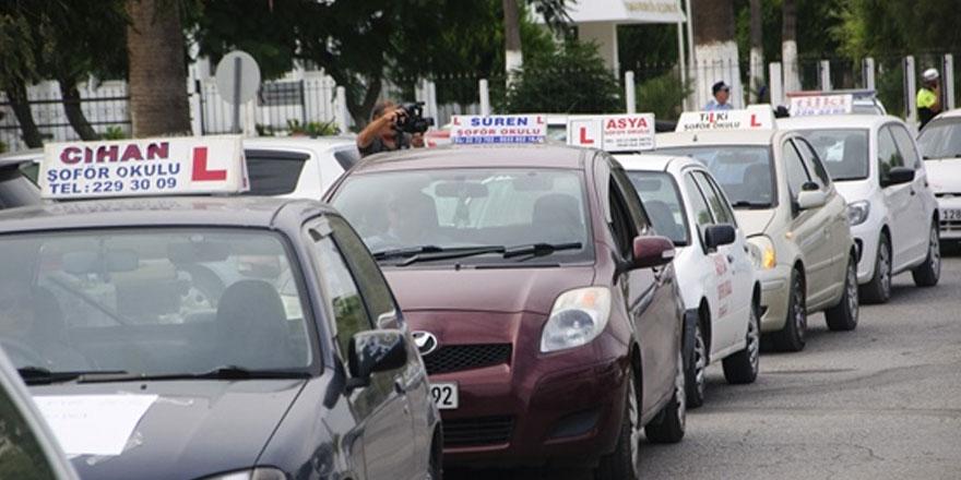 Şoför okullarından Bakanlık önünde eylem