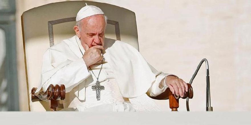 Papa Francis'ten Twitter'da güldüren hata!