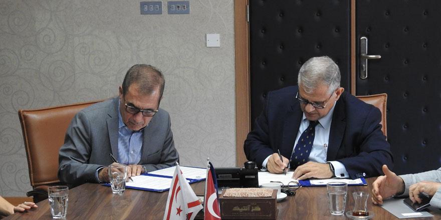DAÜ ile  Kuzey Kıbrıs Sigorta Reasürans Şirketler Birliği arasında iş birliği protokolü imzalandi
