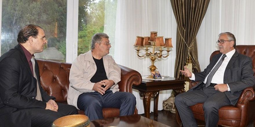 Cumhurbaşkanı Mustafa Akıncı, Yıltan Taşçı ve Kıbrıslı Rum Sanatçı Adamos Katsantonis'i kabul ederek görüştü