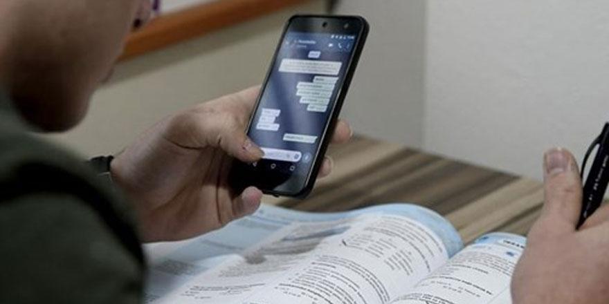 Sosyal medyayı kontrol sıklığı ile okul başarısı arasında ilişki yok