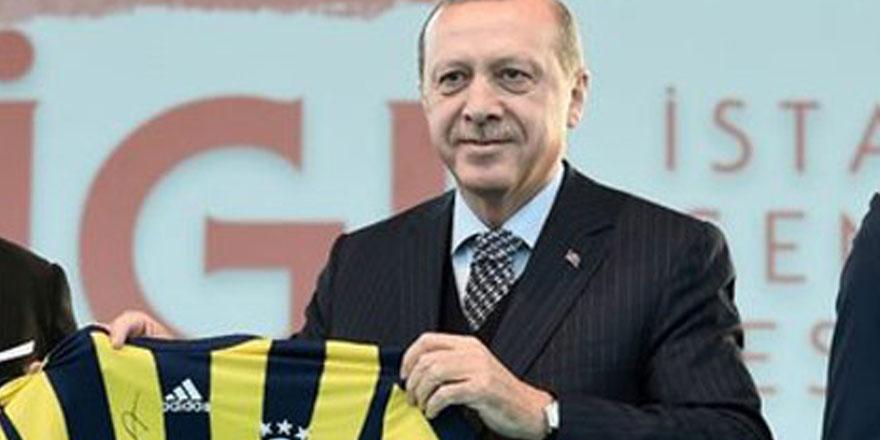 Fenerbahçe'den Erdoğan'a rozet