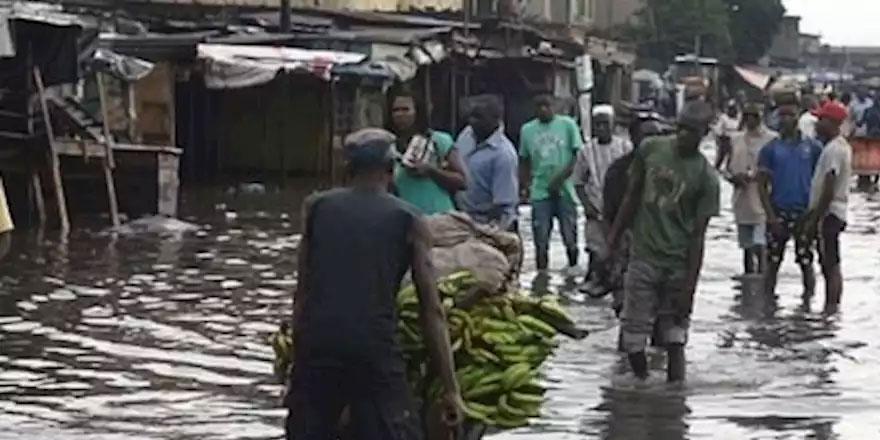 Nijerya'da Sel 6 Can Aldı