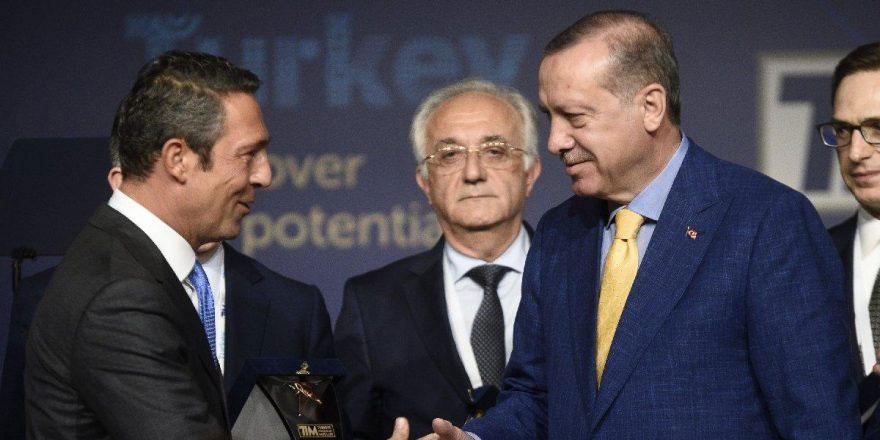 Erdoğan'a divan rozeti