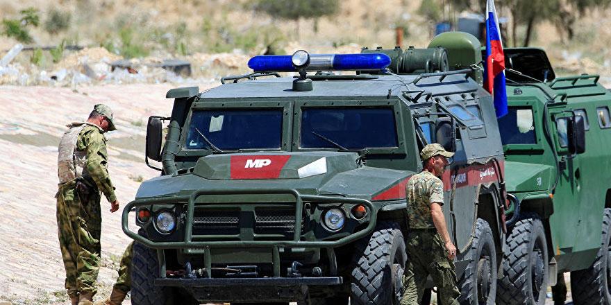 Yaklaşık 300 Rus askeri polisi, Kürt güçlerin sınırdan çekilmesine yardım etmek için Suriye'de