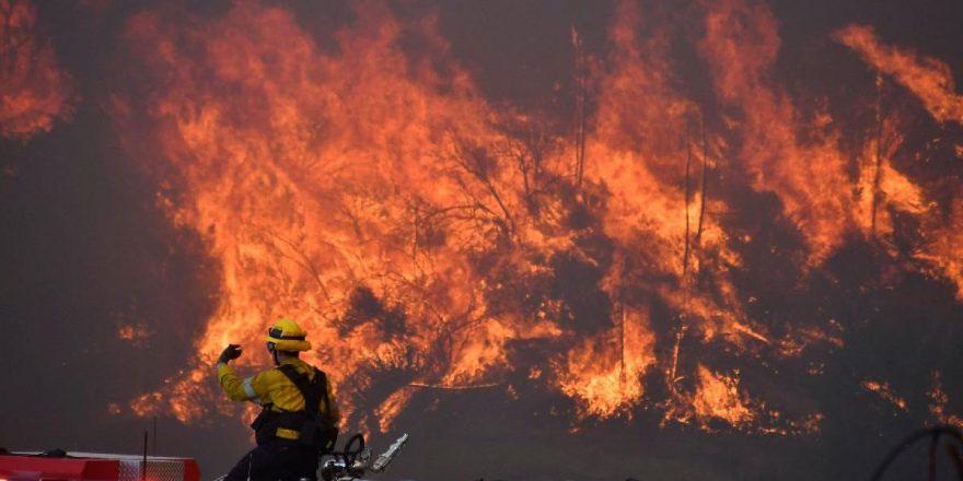 ABD'de korkunç yangın: Binlerce insan tahliye edildi