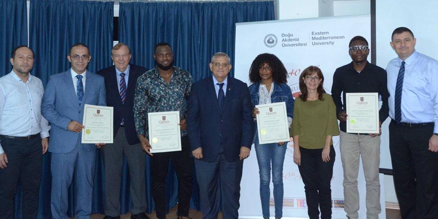 DAÜ ile Queen's üniversitesi ortak sertifika programı yeni mezunlar verdi