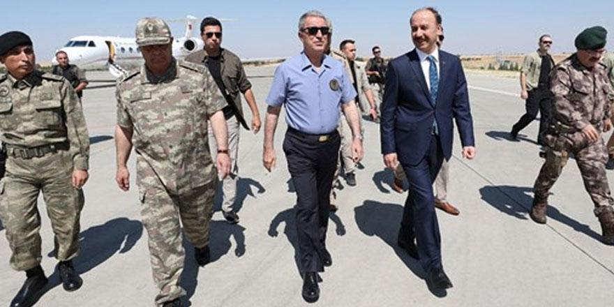 Milli Savunma Bakanı Akar her an her şey olabilir