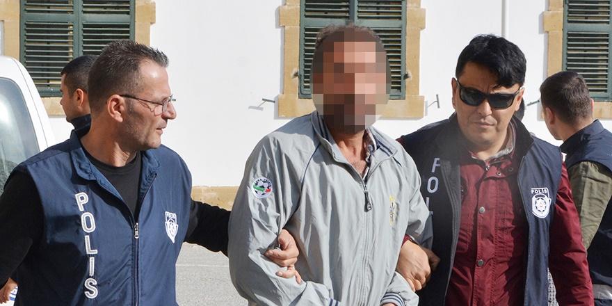 Güneyde PYD bayrağı salladı, kuzeyde tutuklandı