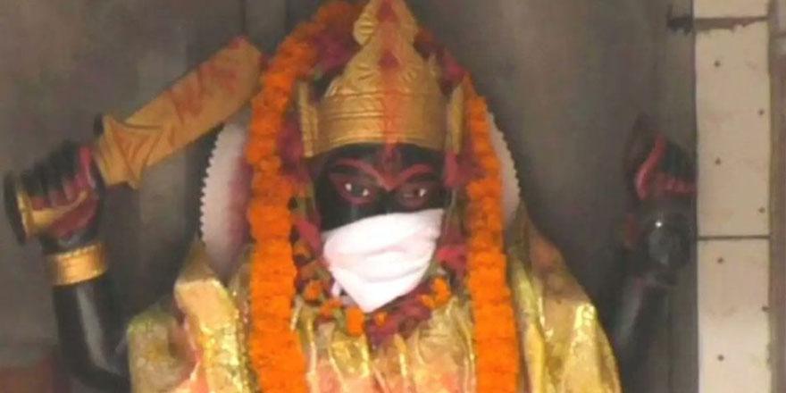 Hindistan'da tanrı heykellerine maske takıldı: Hava kirliliğinden koruyorlar