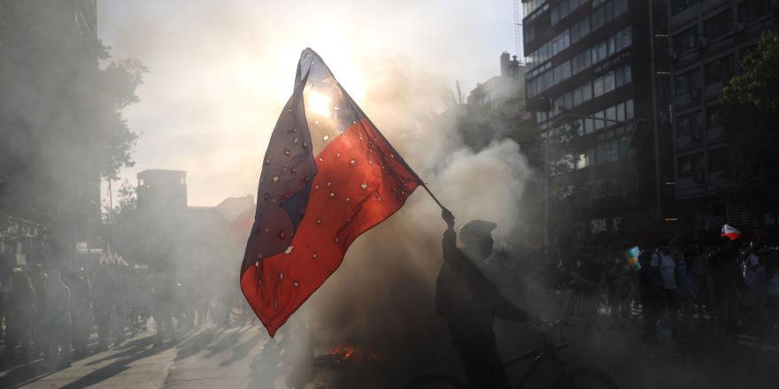 Şili'de eylemcilere karşı önlem hamlesi: Yüzlerini kapatmaları yasaklandı