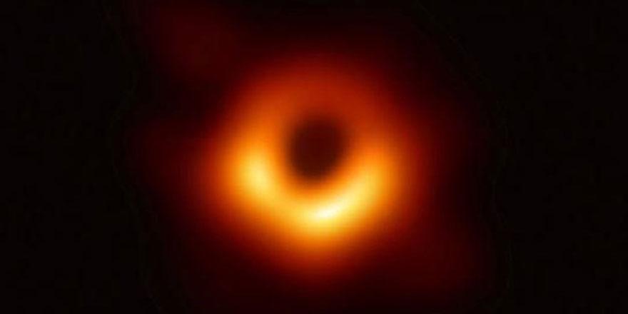 """""""Kara delikler Dünya için tehlike oluşturmuyor"""""""
