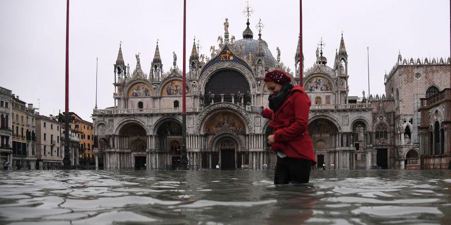 Venedik'te son 53 yılın en yüksek gelgiti